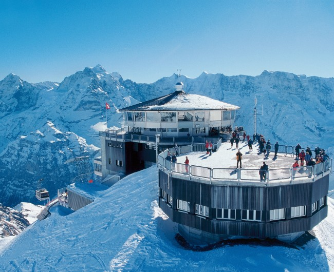 James Bond rotating resto swissrailways.com_excursions_schilthorn_from_stechelberg